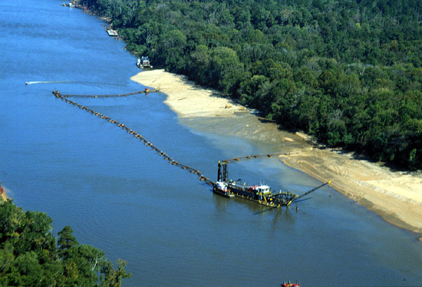 Pipeleine Dredge operation
